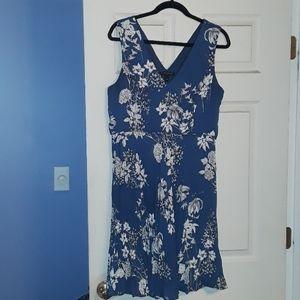 Banana Republic Dress Blue White Floral Pleated 10